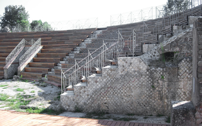 The present layout of the theater. On the right, the facing in reticulated work (opus reticulatum)